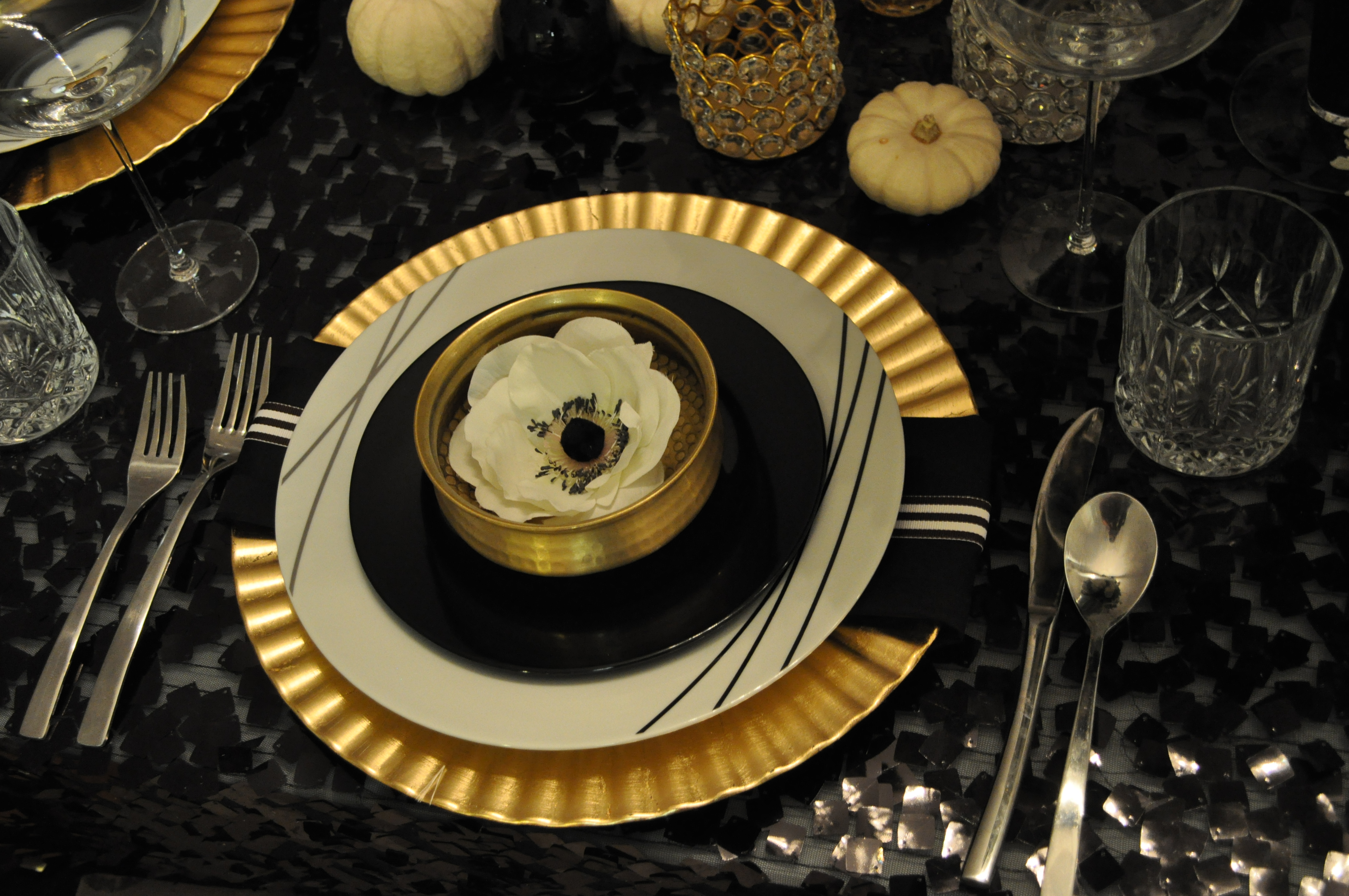 Appealing Gold And Black Table Settings Images - Best Image Engine ...