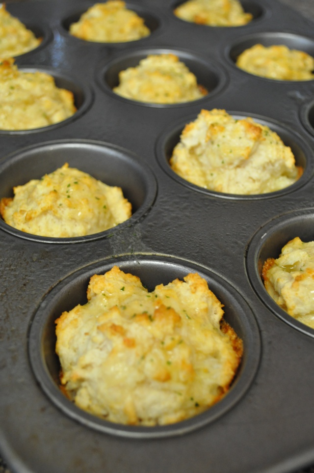 Red Lobster Style Cheddar Bay Biscuits