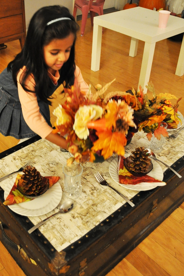 Kids Thanksgiving - Setting the Table